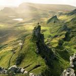 Maleńki człowiek zagubiony pośród dzikiej przestrzeni, Islandia (Max Rive)