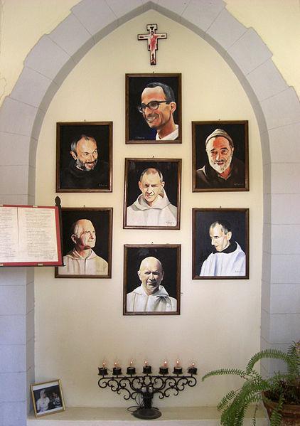 Portrety zamordowanych mnichów z Tibhirine w klasztorze trapistów w Midelt