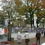 Wystawa fotograficzna od strony ulicy Hozjusza