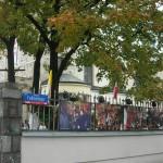Wystawa fotograficzna od strony ulicy Felińskiego