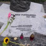 Płyta pod pomnikiem ks. Jerzego Popiełuszki w Częstochowie